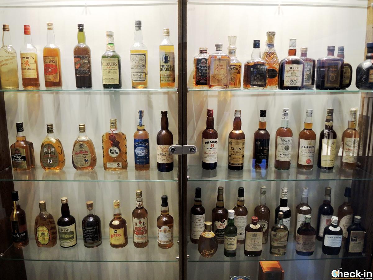 Collezione di whisky alla Clydeside Distillery - Glasgow, Scozia