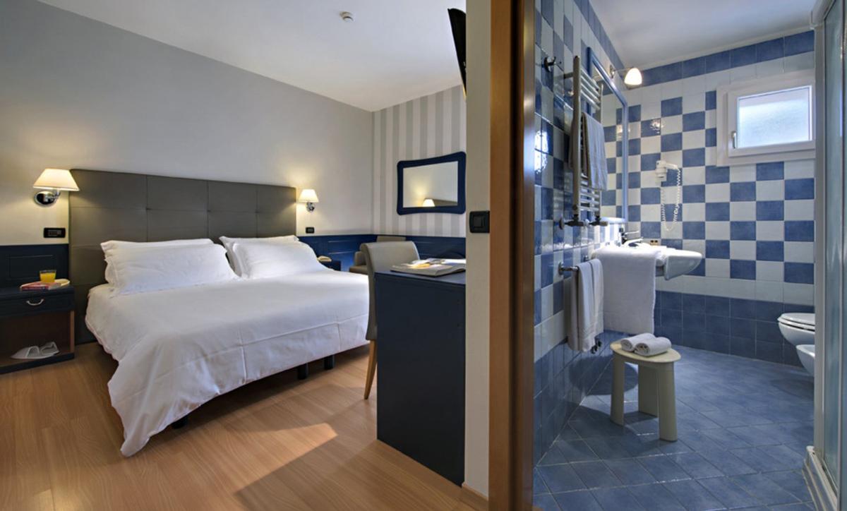 Particolari delle camere dell'Hotel Orient & Pacific a Jesolo