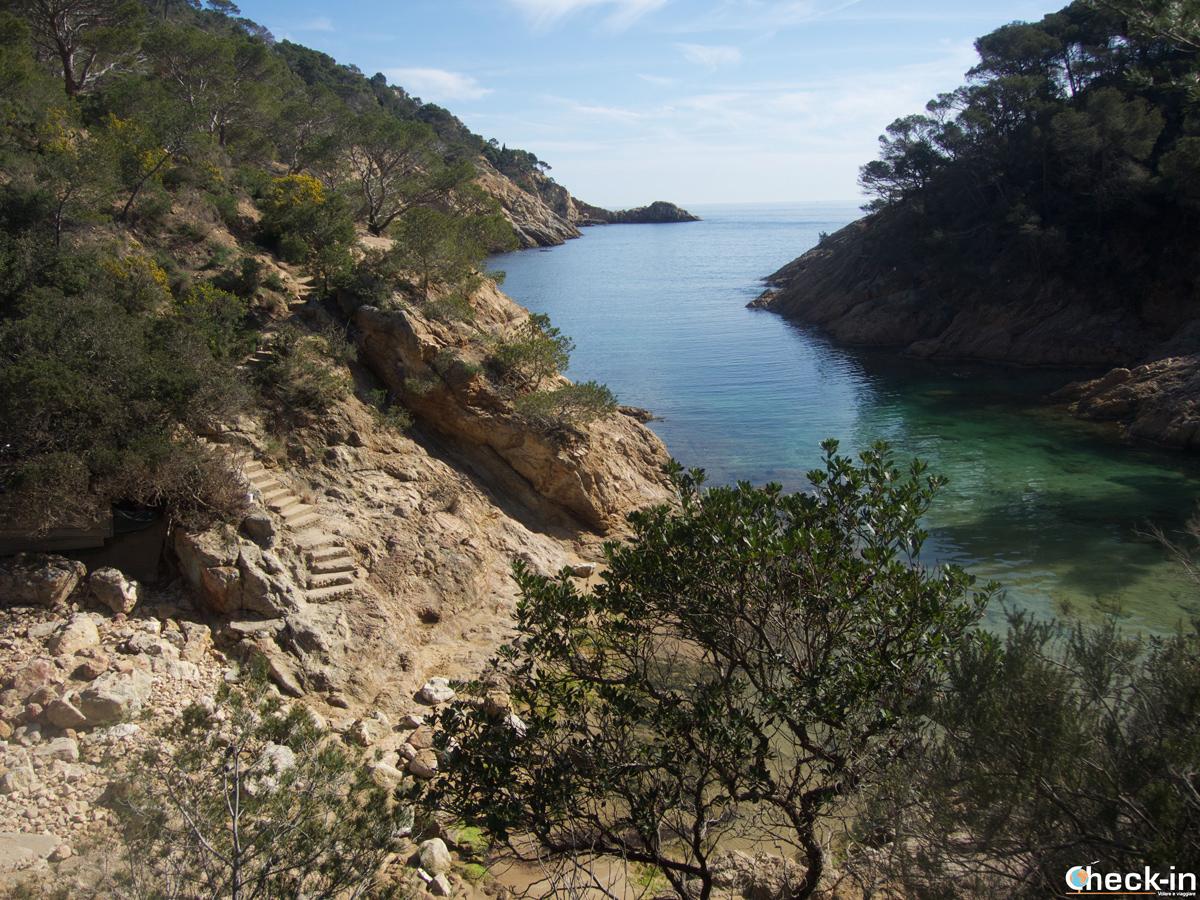 Camino de ronda en Tossa de Mar hacia cala Bona