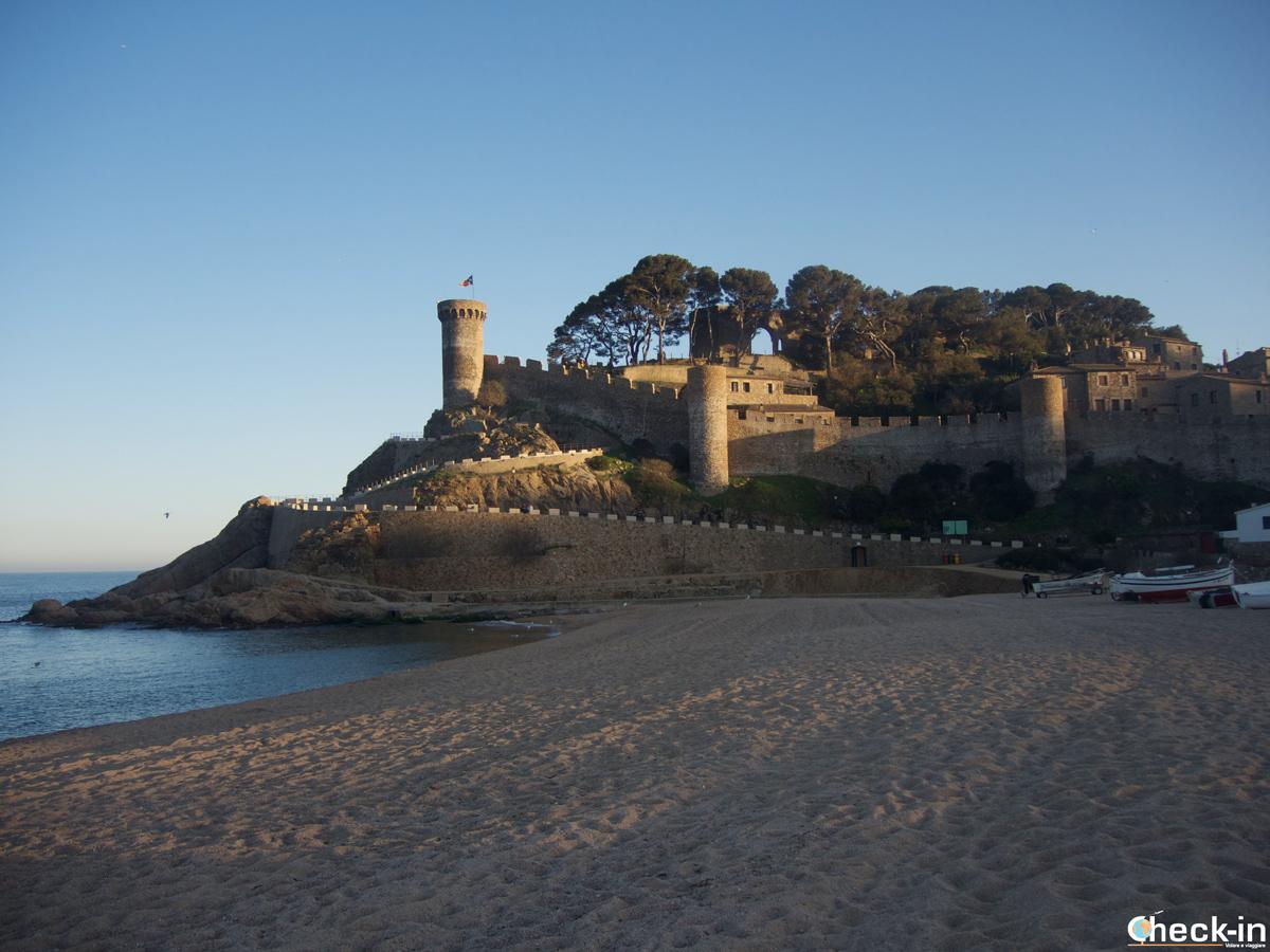 La playa principal de Tossa cerca de la Vila Vella