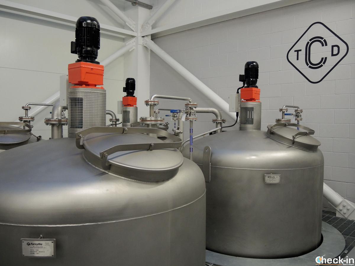 Produzione del whisky alla Clydeside Distillery nel West End di Glasgow