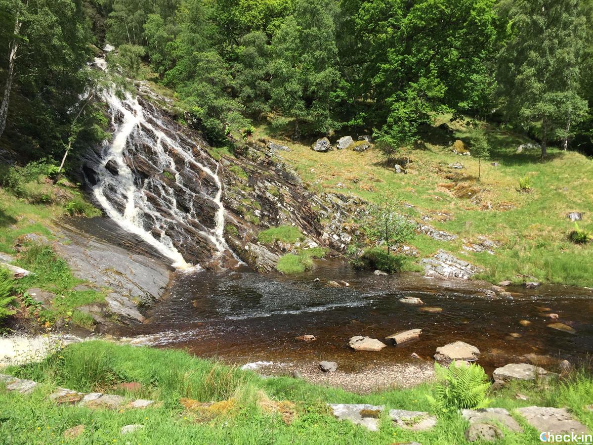 Le cascate di Allt Mor a Kinloch Rannoch nel Perthshire in Scozia