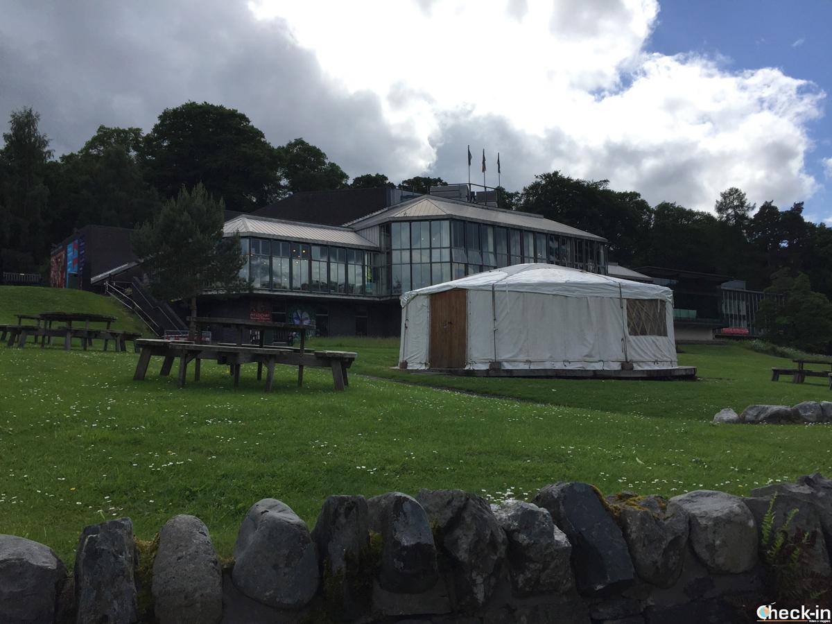 Il Pitlochry Festival Theatre affacciato sui fiume Tummel