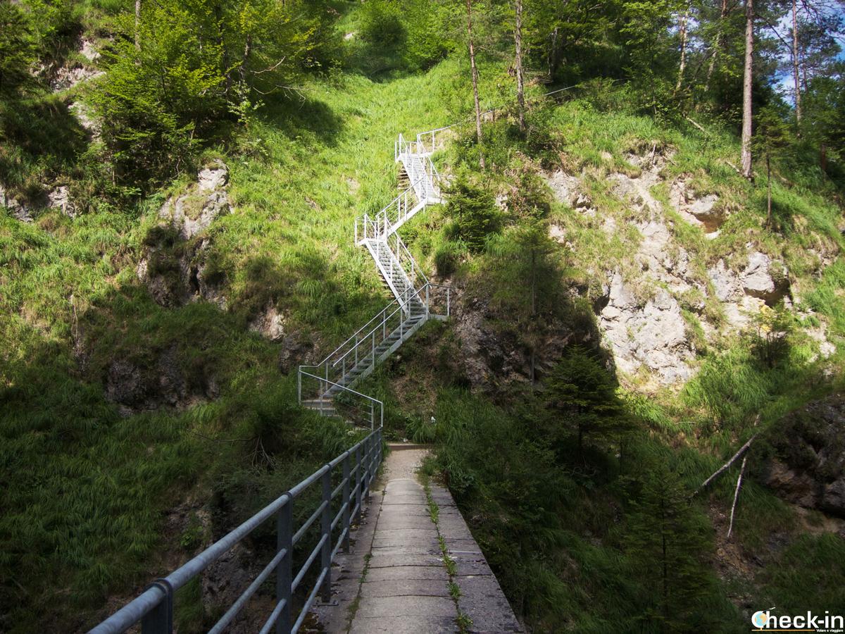 Il ponte sospeso nella valle del Kaisertal in Austria