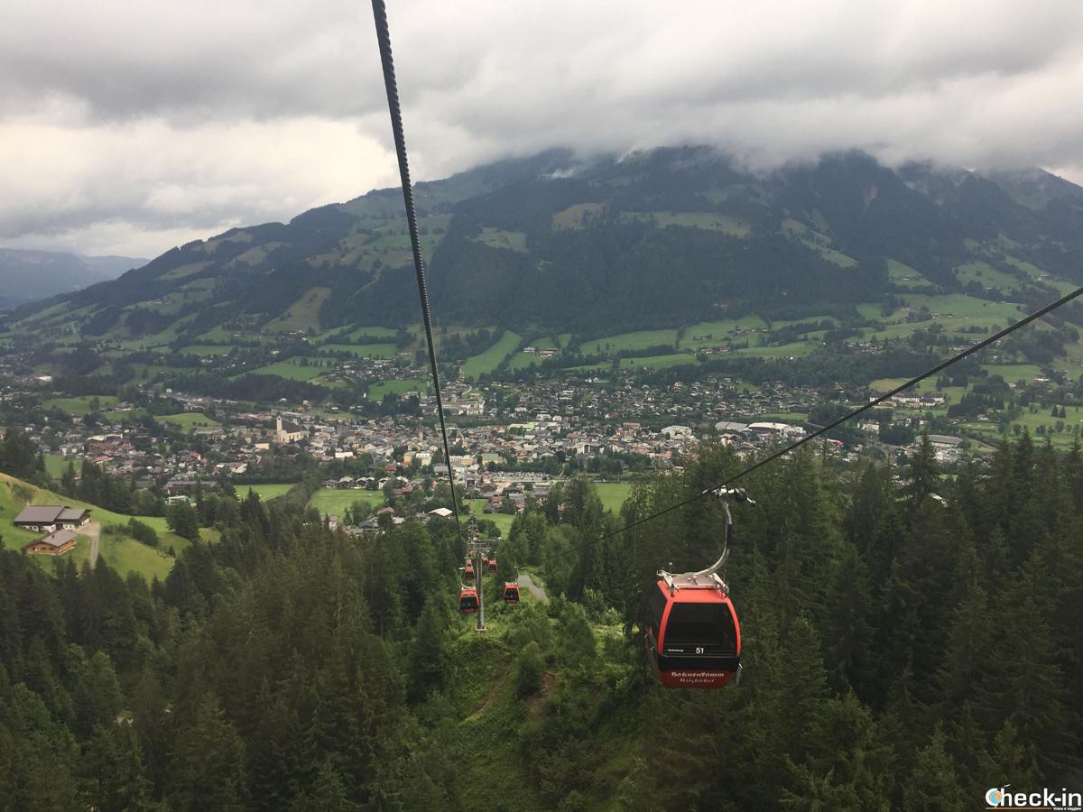 Sulla funivia dell'Hahnenkamm di Kitzbühel in Austria