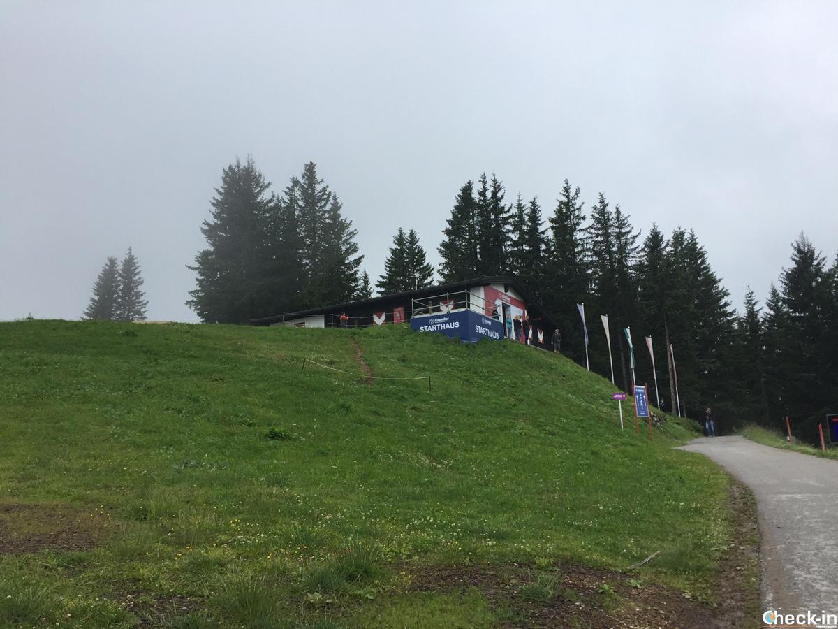 La partenza della discesa libera di Kitzbühel sull'Hahnenkamm