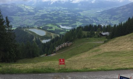 Fare la Streif di Kitzbühel d'estate, a piedi sul tracciato della discesa libera di sci per eccellenza