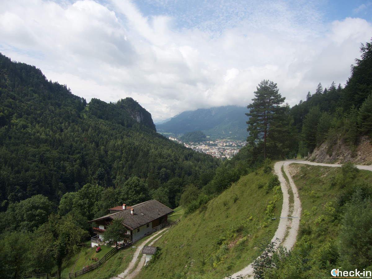 In arrivo al rifugio Pfandlhof nella valle Kaisertal vicino a Kufstein - Austria, Tirolo