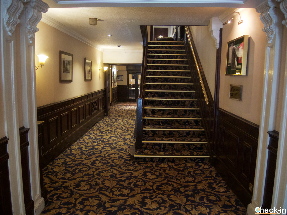 Access the rooms at Salutation Hotel in Perth, Perthshire (Scotland)