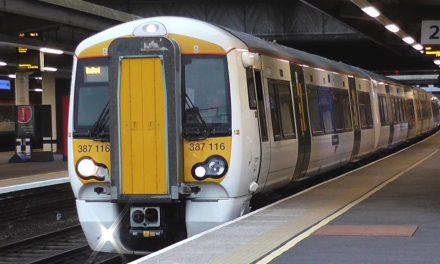 Come arrivare in centro Londra dall'aeroporto di Gatwick in autobus e treno ed acquisto dei biglietti online