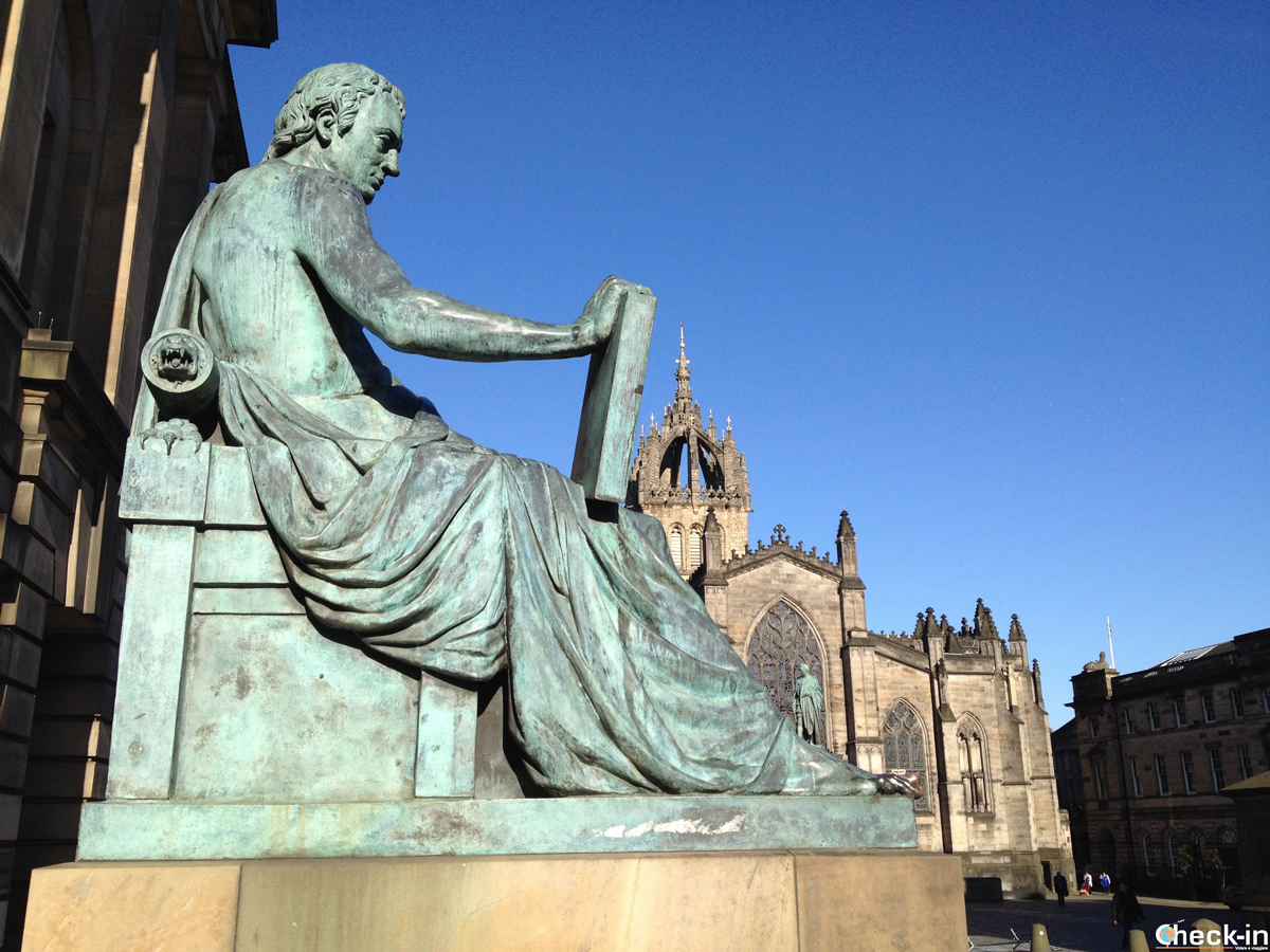 David Hume e St Giles Cathedral in High Street - Royal Mile, Edimburgo