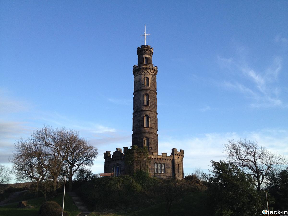 Il Nelson Monument sulla collina di Calton Hill a Edimburgo, Scozia