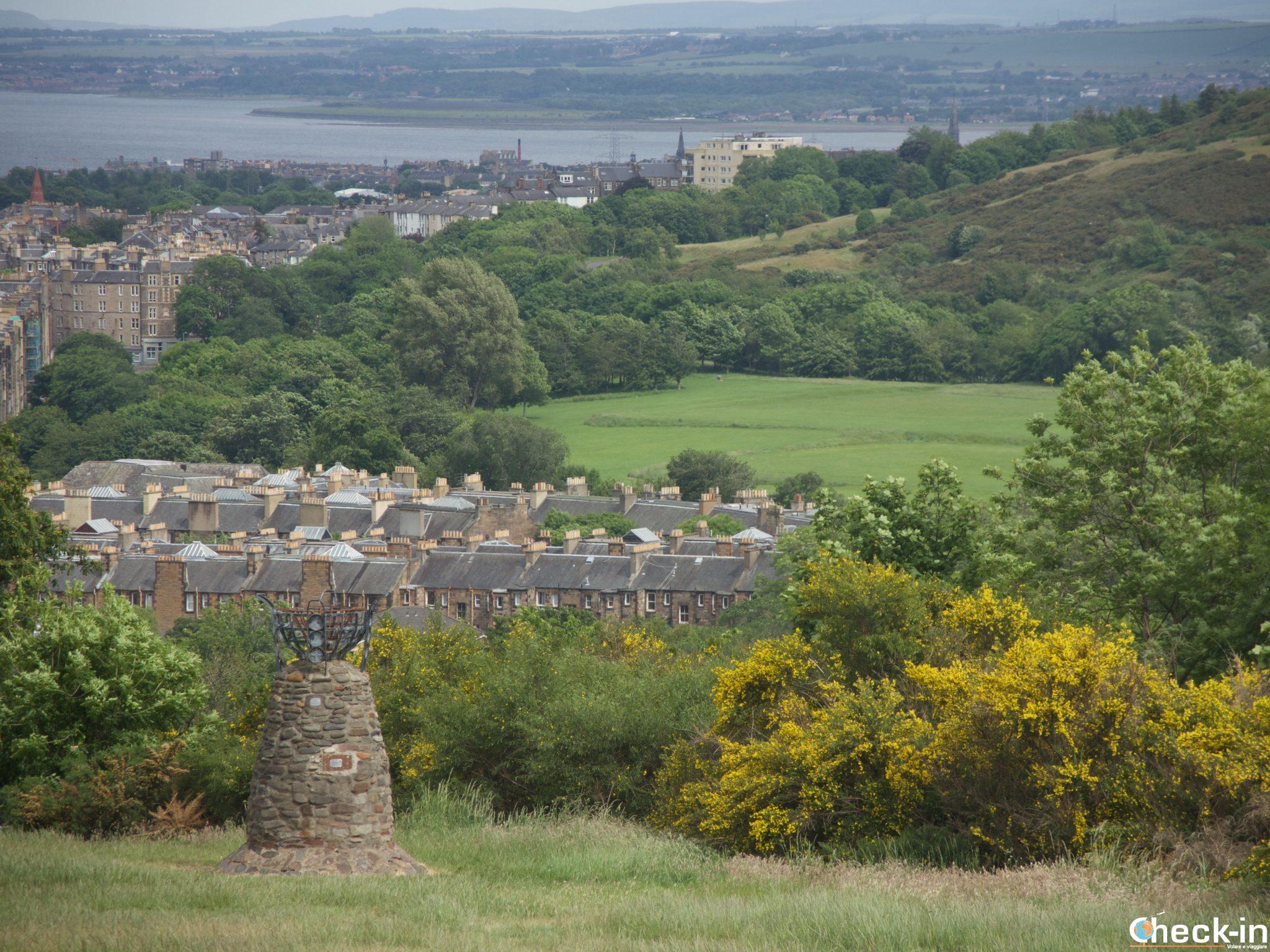 Il Parliament Cairn sulla collina di Calton Hill - Edimburgo, Scozia
