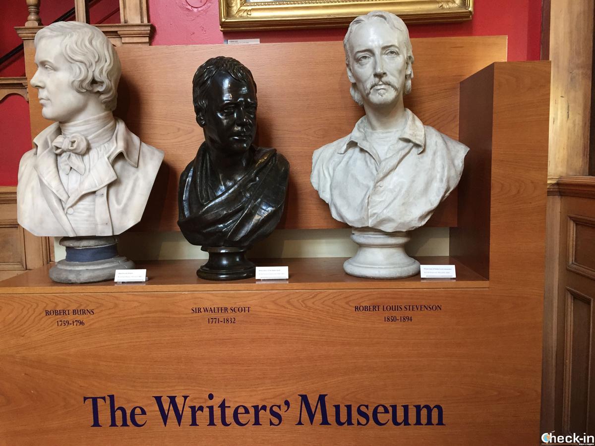 I busti dei tre scrittori scozzesi nel Writers' Museum di Edimburgo