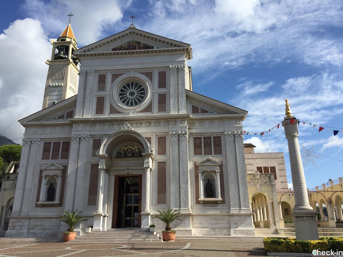 Santuario del Bambino Gesù di Praga a Arenzano - Liguria, riviera di Ponente