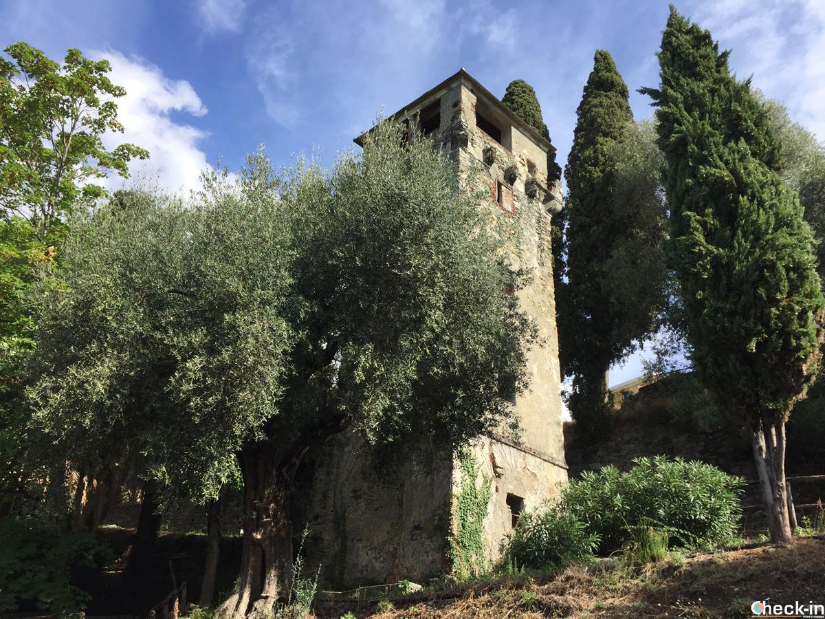 La Torre dei Saraceni sulla Costa Boera di Arenzano - Liguria