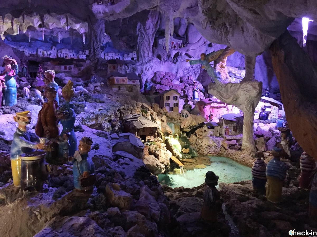 Presepe di ceramica del Santuario del Bambino Gesù di Praga