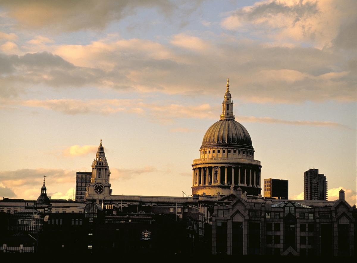 Tramonto sulla Cattedrale di St Paul di Londra