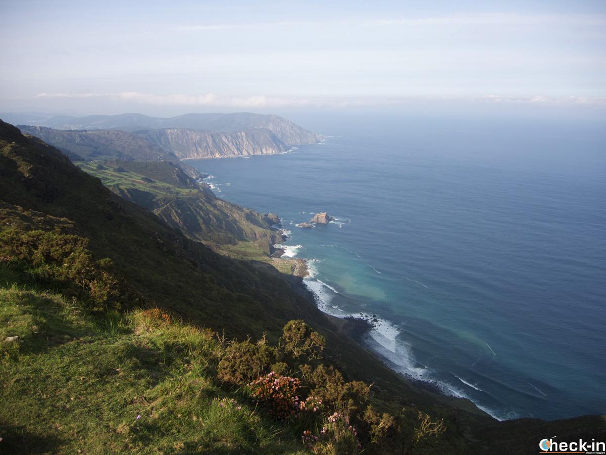 Los acantilados de Vixía Herbeira en la Serra da Capelanda en el norte de Galicia (España)