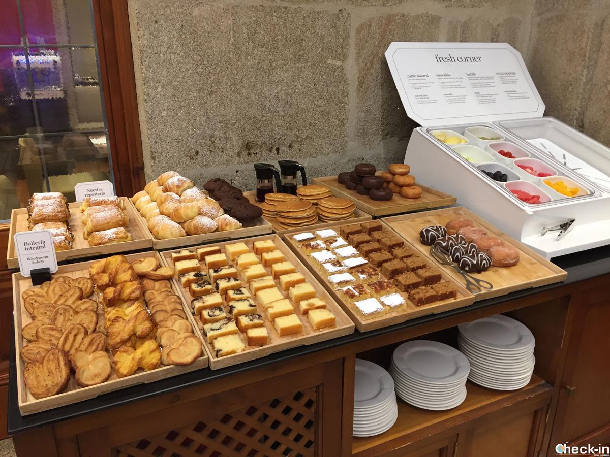 Reparto dolce nel buffet della colazione all'hotel NH Collection di Vigo - Galizia, Spagna
