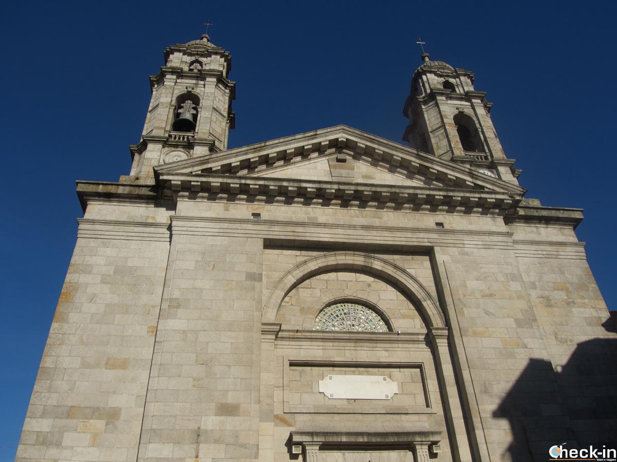 """Fachada de la Concatedral """"La Colegiata"""" de Vigo - Galicia, España"""