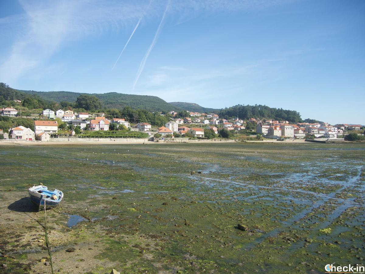 Bassa marea nella ría di Combarro in Galizia (Spagna)