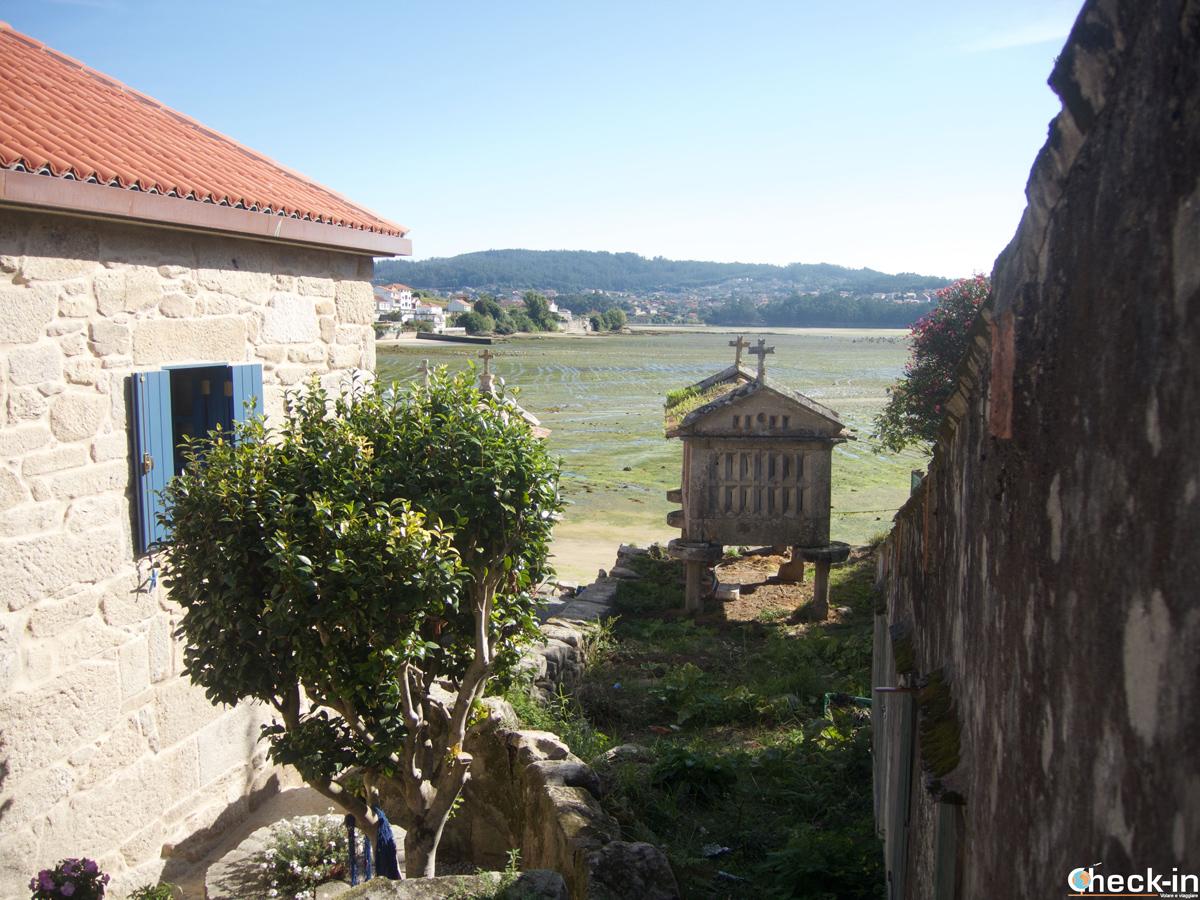 Los Hórreos de Combarro, símbolo del pueblo de la Rías Baixas - Galicia, España