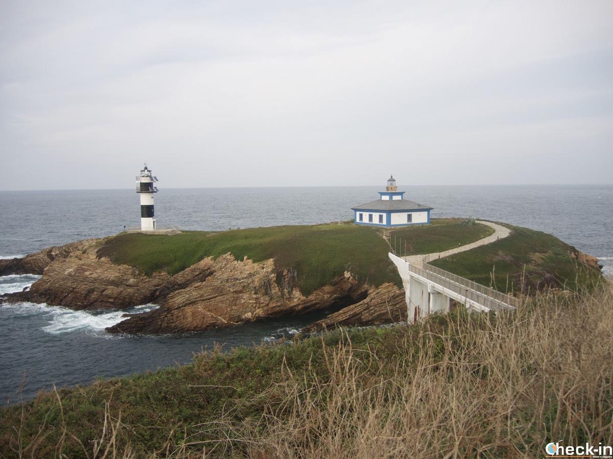 El Faro de la Isla Pancha en la ría de Ribadeo - Galicia del norte, España