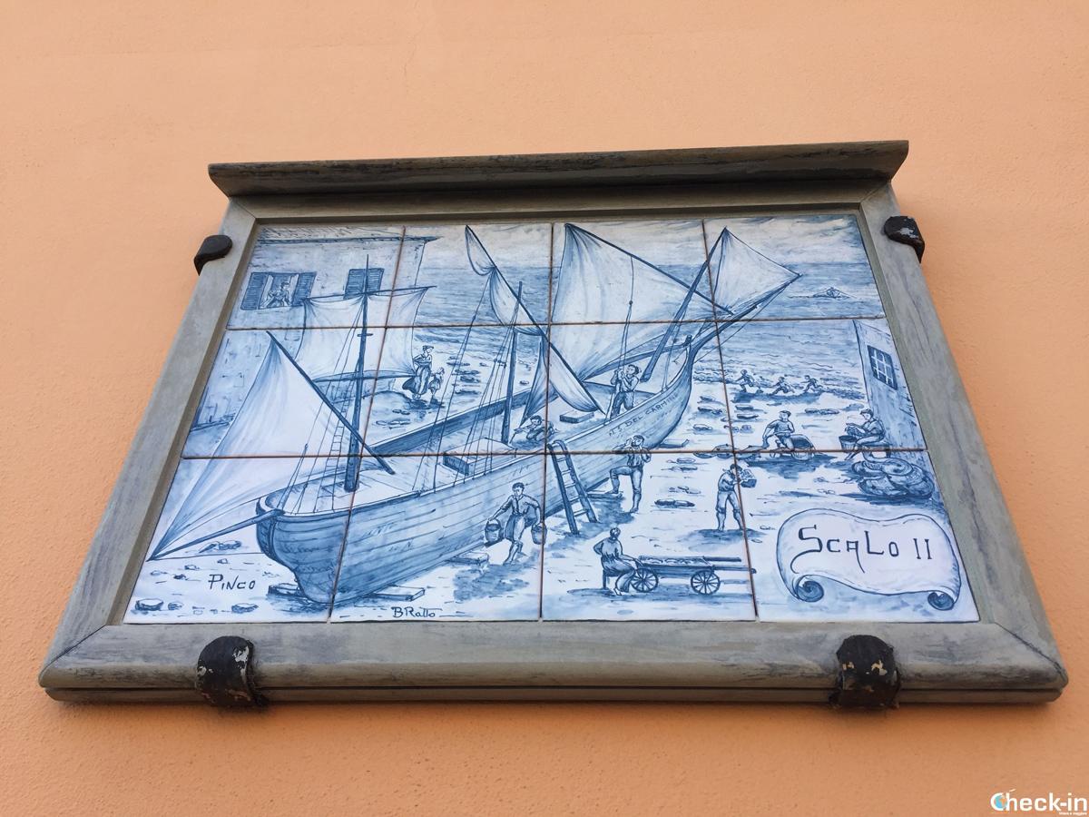 Formella della via della calce nel centro storico di Cogoleto, Liguria