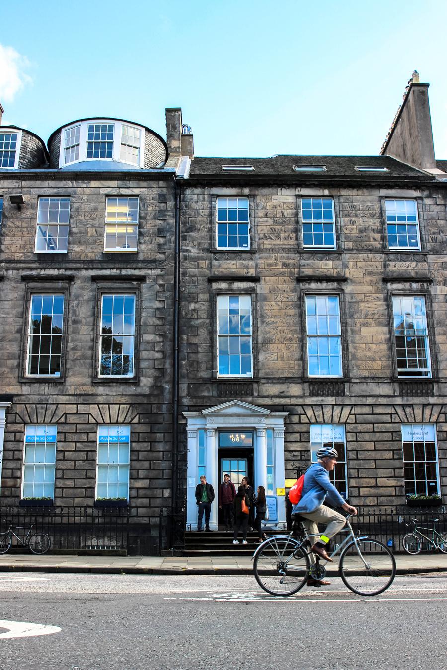 La scuola d'inglese Basil Paterson in Queen Street a Edimburgo