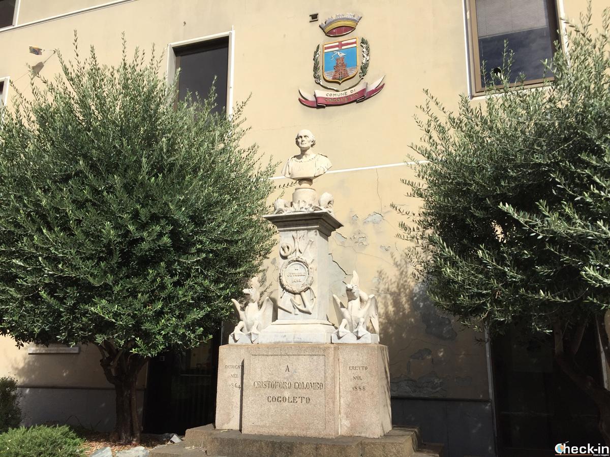 Monumento di Cristoforo Colombo dal Municipio di Cogoleto (Liguria)