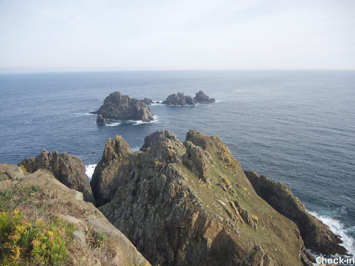 Las rocas Os Aguillóns en Cabo Ortegal - Galicia, España
