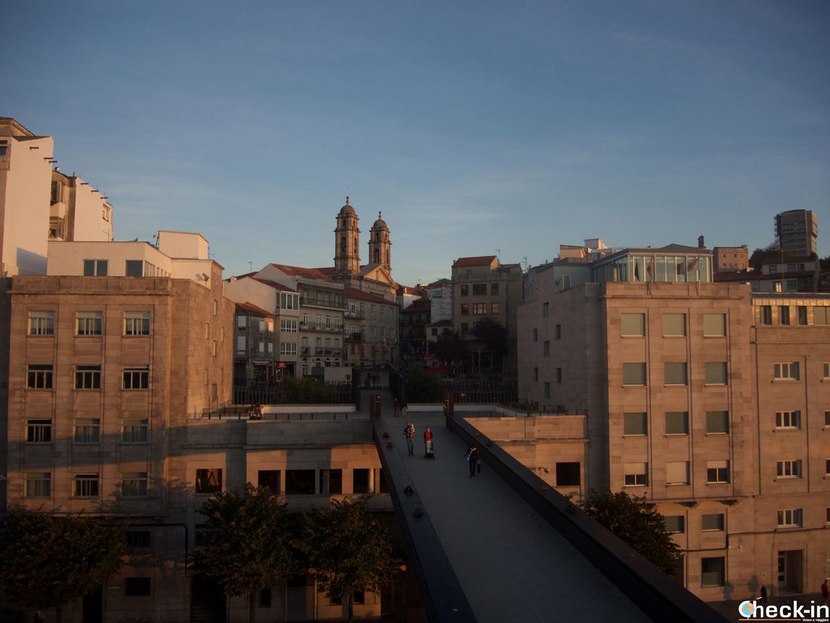 La passerella che unisce il centro al porto di Vigo - Galizia, Spagna