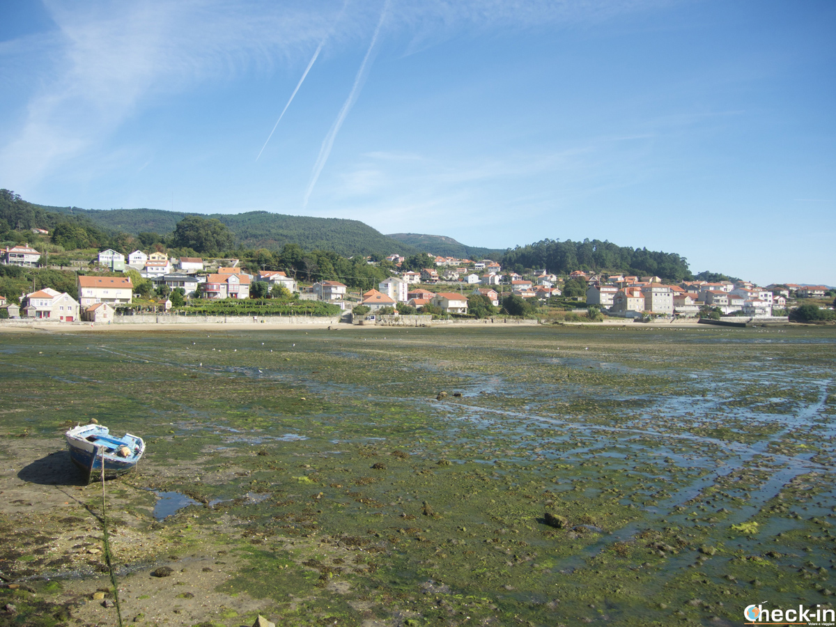Panorama de Combarro durante la marea baja - Rías Baixas, Galicia (España)