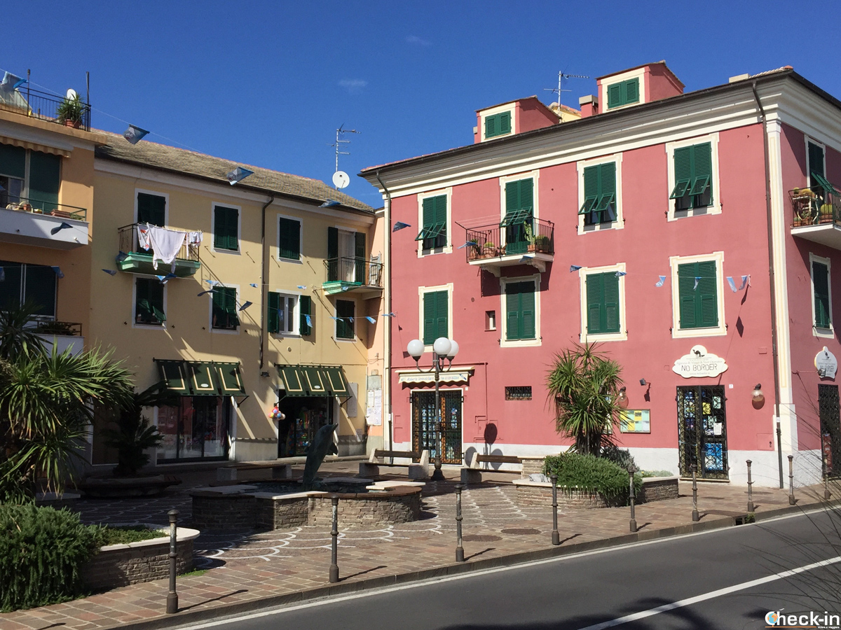 Le piazze del centro storico di Cogoleto di oggi sono gli antichi scali dove attraccavano le navi