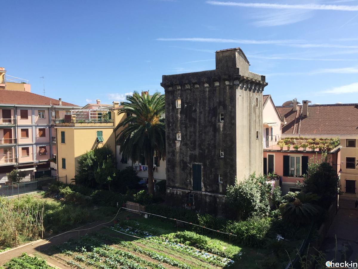 L'ultima torre di avvistamento nel centro di Cogoleto - Riviera ligure di ponente