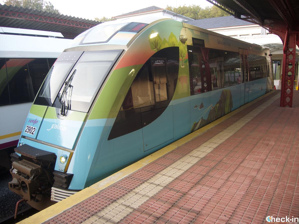 El tren turístico RENFE en la estación de Ferrol