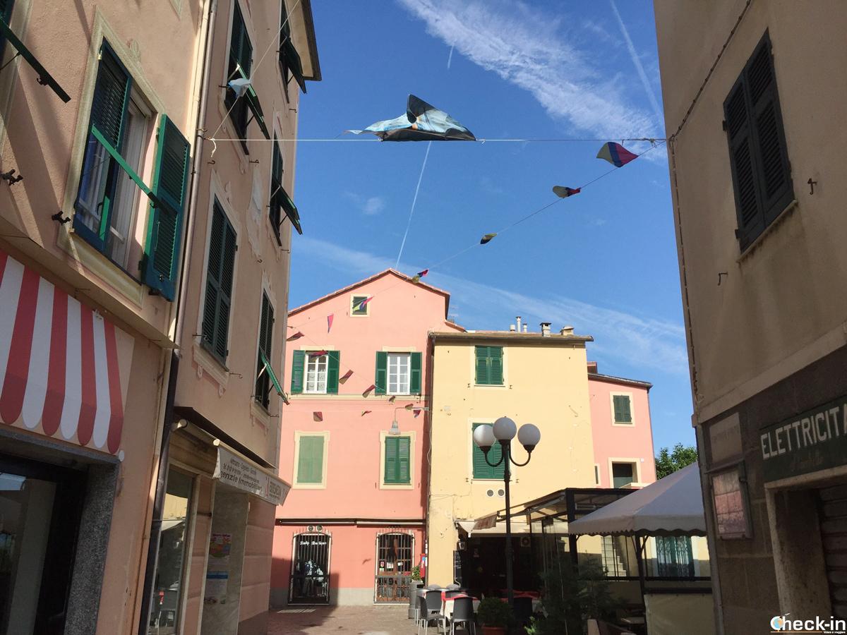 Passeggiata nel centro storico di Cogoleto (GE) - Via Cristoforo Colombo