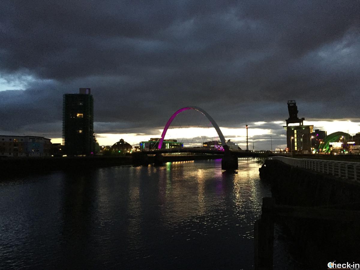 """Il Clyde Art Bridge di Glasgow, conosciuto come """"Squinty"""""""