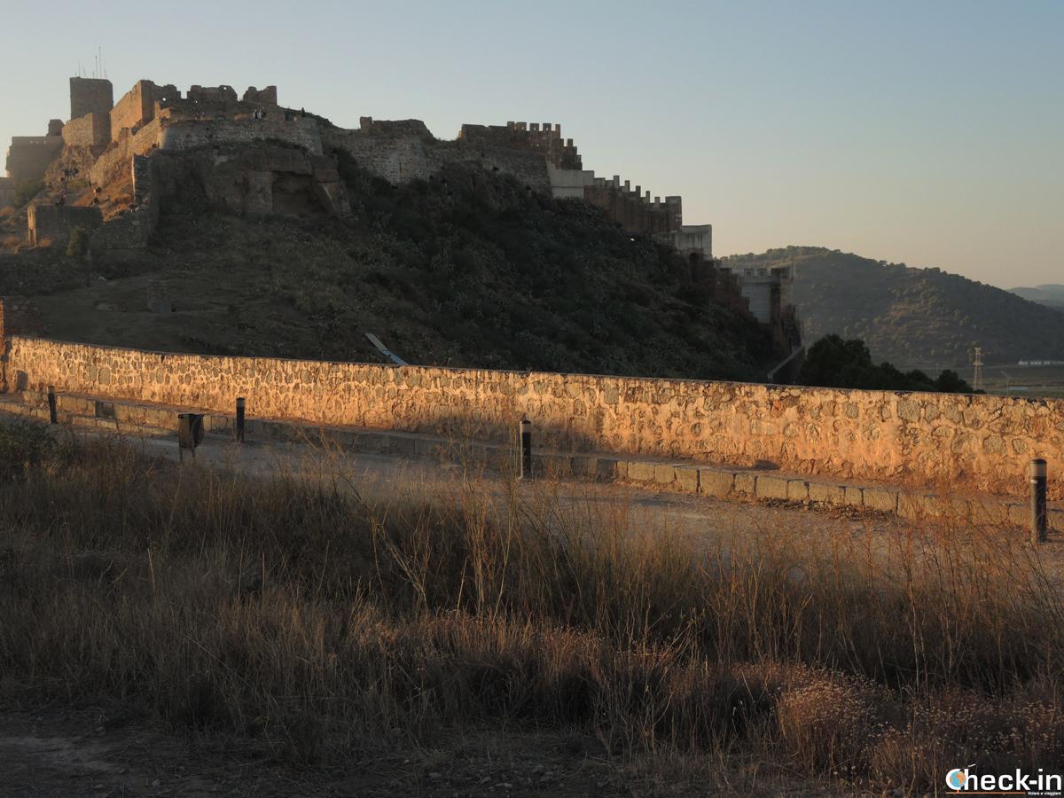 Le mura di difesa del Castello di Sagunto (Spagna)