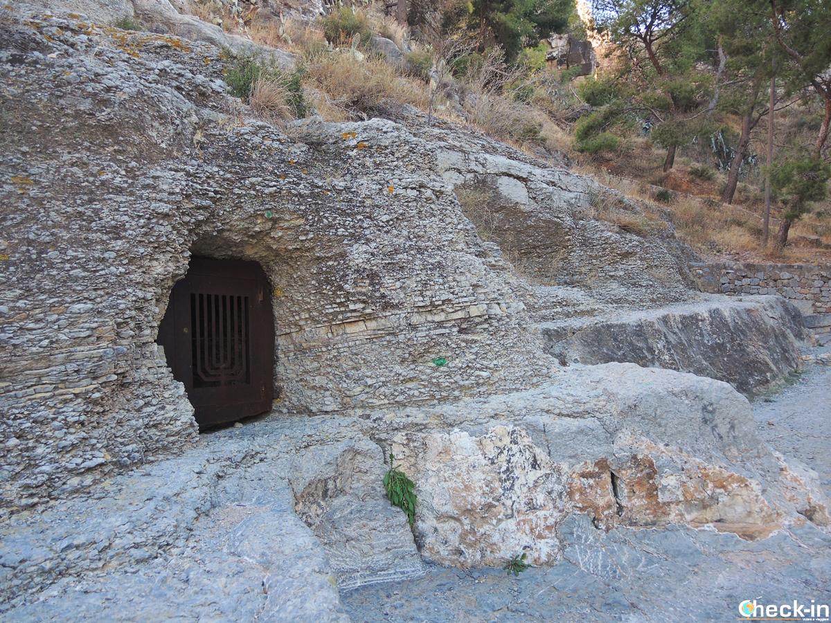 Tombe del cimitero ebraico ai piedi del Castello di Sagunto, Spagna