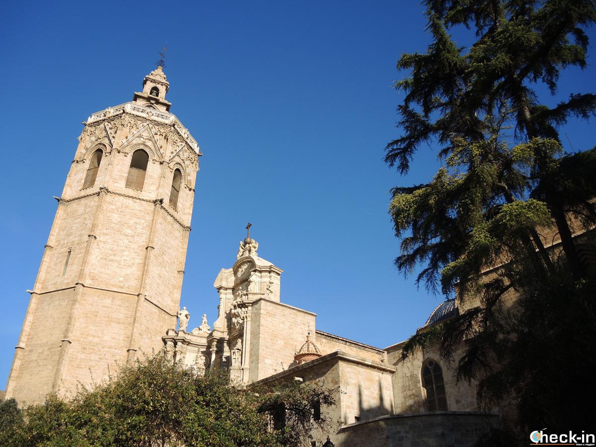 La Cattedrale di Valencia vista da Plaza de la Reina