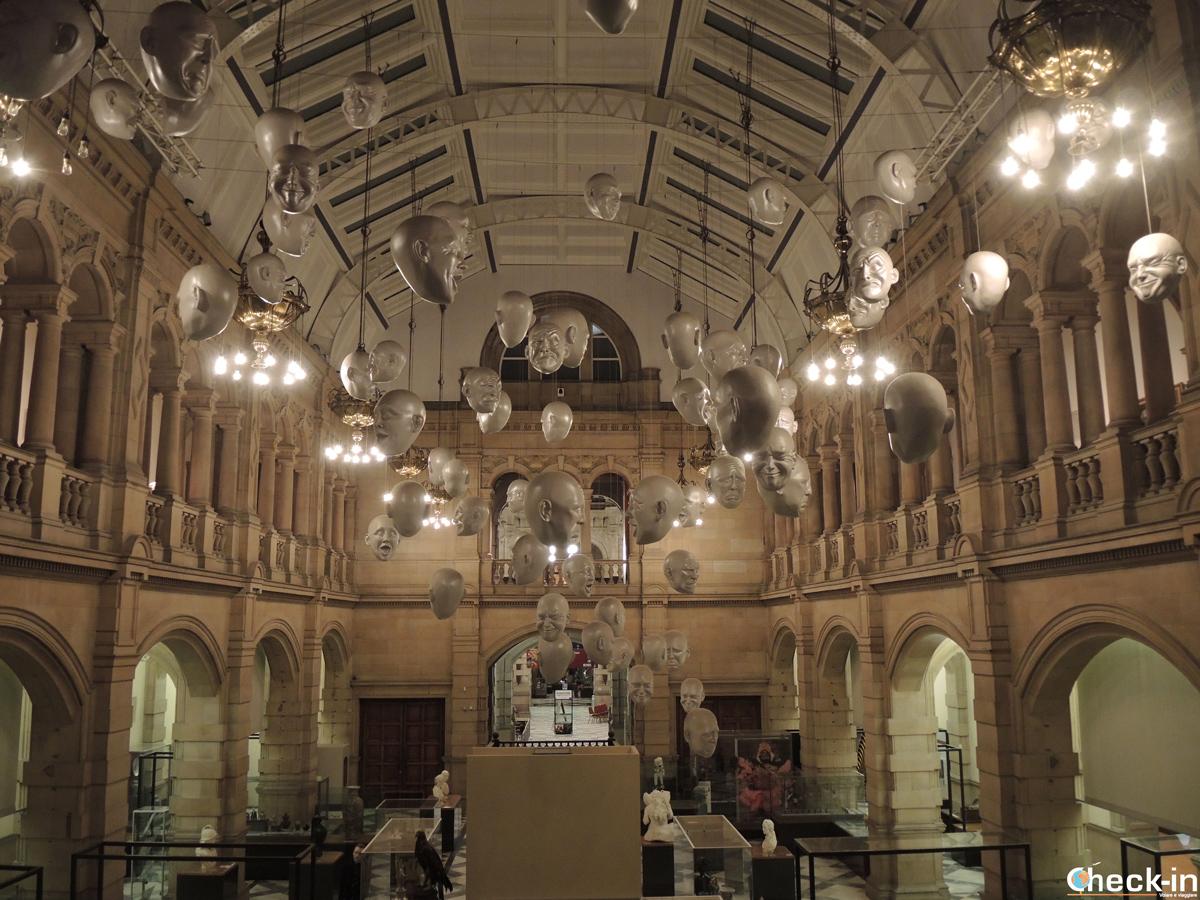 """Le """"facce"""" al Kelvingrove Museum di Glasgow, Scozia"""
