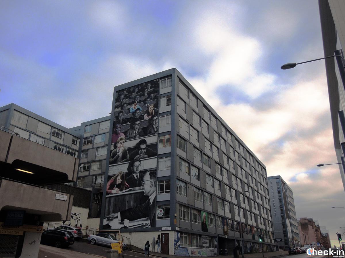 Un palazzo di Glasgow decorato con un murales