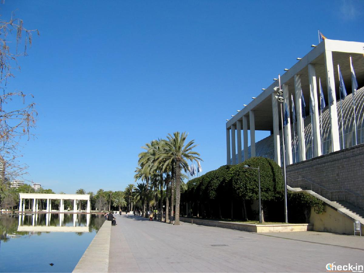 Il Palau de la Musica nei giardini del Turia di Valencia (Spagna)