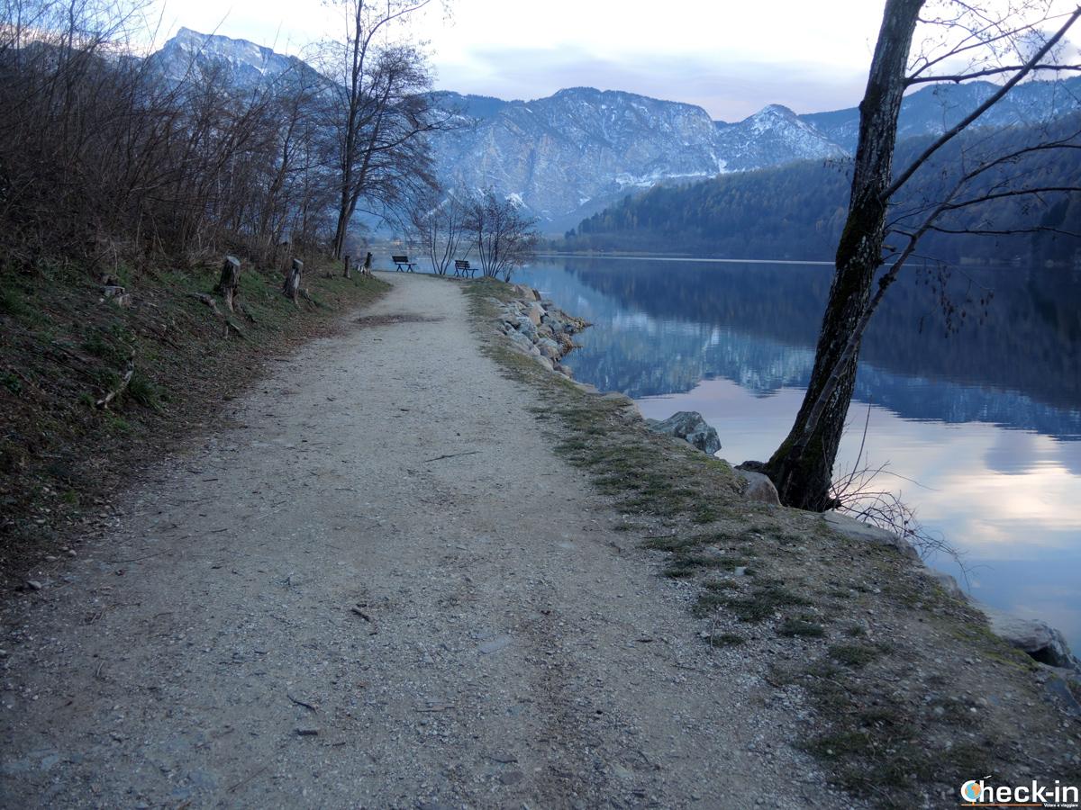 Passeggiata lungo le sponde del lago di Levico Terme