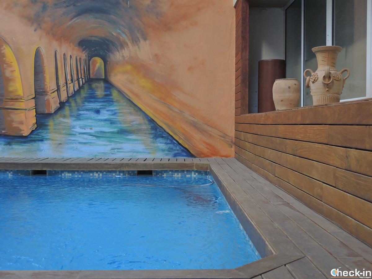 Patio e piscina del B&B Domus Atilia di Sagunto, provincia di Valencia (Spagna)