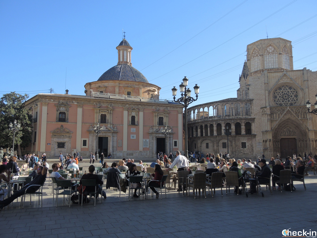 La piazza della Cattedrale di Valencia