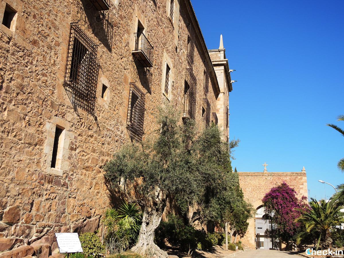 Entrada al Monasterio de S. María de El Puig - Valencia, España