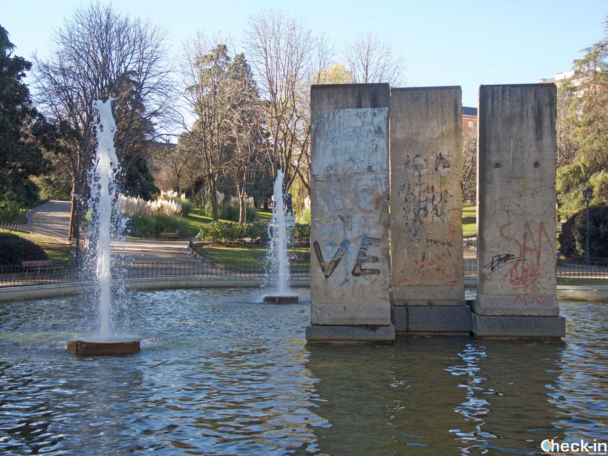 I frammenti del muro di Berlino nel parco di Madrid